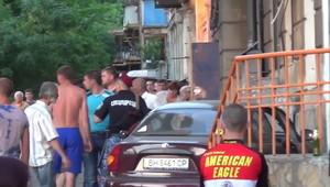 В Одессе автомобиль врезался в дом (ВИДЕО 18+)