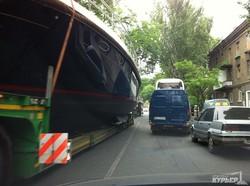По улицам центра Одессы везут яхты на трейлерах (ФОТОФАКТ)