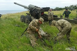 Береговые артиллеристы продолжают учиться противостоять десанту (ФОТО)