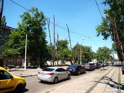 Трамвайные пути на Французском бульваре и Генуэзской в Одессе стали автостоянкой (ФОТО)