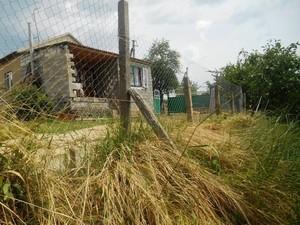 Одесский облсовет выделил 220 тысяч на отселение семьи из сползающего в озеро дома
