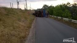 Перевернувшийся грузовик в Затоке