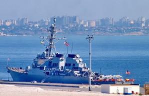 В порту Одессы ошвартованы американский эсминец и флагман ВМС Украины (ФОТО)