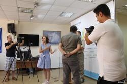 """Две одесских самообороны и журналисты """"7-го канала"""" устроили скандал вместо пресс-конференции"""
