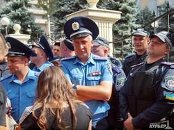 """Акция """"автомайдана"""" в Одессе: Приморский суд закрыт (ФОТО)"""