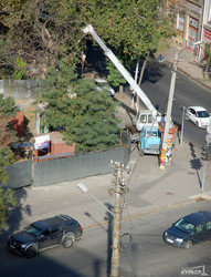 Сквер в центре Одессы огородили забором: вместе с ремонтом Тещиного моста под ним могут построить автосалон (ФОТО)