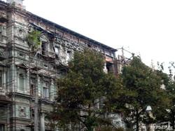 С одесского дома Руссова снова сдуло все закрывающие разрушенный фасад баннеры (ФОТО)