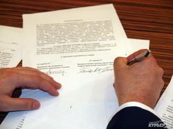 Два кандидата в мэры Одессы подписали обязательство уйти в отставку, если их подчиненные окажутся коррупционерами (ФОТО)