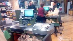 Кандидат в депутаты Одесского горсовета от БПП агитирует за себя в супермаркетах и аптеках (ФОТО)