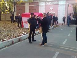 Сторонники Саши Боровика митингуют под Одесским окружным административным судом (ФОТО, обновляется)