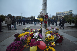 Одесские любители России и Автомайдана митинговали друг против друга на Куликовом поле (ФОТО)