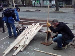 Одесские активисты продолжают высаживать деревья на Французском бульваре