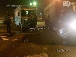 Рейсовый автобус Одесса-Южный столкнулся с грузовиком