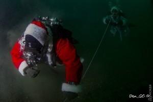 Одесские дайверы празднуют Новый год под водой