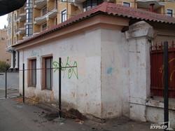 В Одессе снесли старый домик около Мавританской арки (ФОТО)