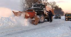 Трасса Одесса - Рени вся в снегу и застрявших автомобилях (ФОТО)
