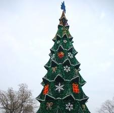 Главную новогоднюю елку Одессы разбирают