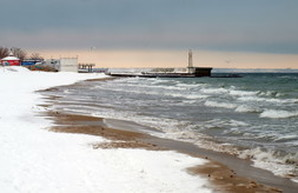 Зимняя Одесса: свинцовое море и белые пляжи (ФОТО)