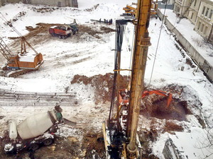 В Одессе на стройплощадке Аднана Кивана земля проваливается в заполненные мазутом подземелья (ФОТО)