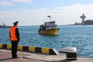 Пограничники задержали за браконьерство в украинских водах турецкую рыбацкую шхуну