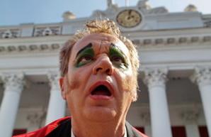 Одесскую мэрию захватили клоуны, взяв заложников (ФОТО)