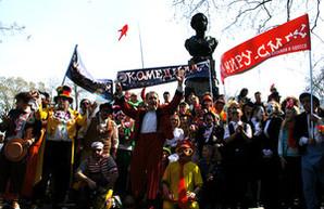 Юморина у памятника Дюку: концерт, живые фигуры и клоуны (ФОТО)