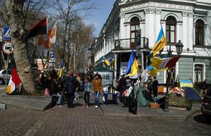 Акция под Одесской областной прокуратурой продолжается (ФОТО)