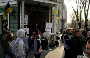Прокурорский майдан: активисты заблокировали входы в здание прокуратуры