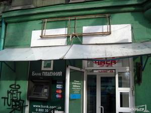 Мэрия продолжает демонтировать вывески в центре Одессы