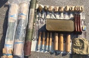 СБУ обнаружила целый арсенал из гранат и боеприпасов на окраине Одессы (ФОТО)