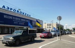 """В Одесском аэропорту """"тепло"""" встречают лидеров Оппоблока"""
