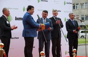 Саакашвили передал Гройсману весь пакет одесских реформ в трех папках (ФОТО, ВИДЕО)
