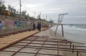 Чиновники мэрии не спешат выполнять распоряжение городского головы о демонтаже настилов с пляжей