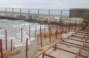 Установка настилов на одесских пляжах постепенно легализуется?