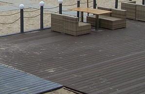 Наполовину закрытый настилом пляж стал лучшим по мнению одесского вице-мэра
