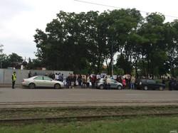 Протестующие против высотной застройки центра Одессы перекрыли Фонтанскую дорогу (ФОТО)