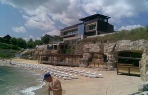 Одесский пляж под резиденцией экс-нардепа Хмельницкого превратился в зону платных услуг (ФОТО)