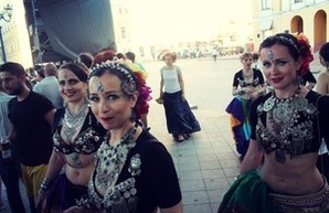 """""""Хочу в Одессу"""": Балканские танцы возле Дюка (ФОТО)"""