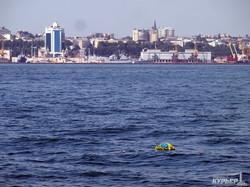 День ВМС в Одессе: в море возложили цветы (ФОТО)