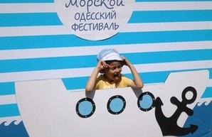 Одесситы установили новый рекорд Украины на самую длинную цепь из людей в тельняшках (ФОТОРЕПОРТАЖ)