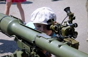 День ВМС в Одессе: дети с пистолетами и в бронетранспортерах (ФОТО)