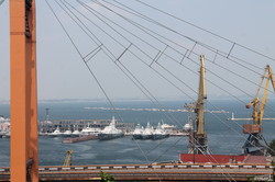 Румынский корвет Contraamiral Sebastian ошвартовался у причала одесского морвокзала (ФОТО)