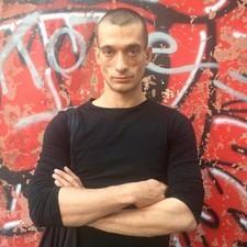 Российский акционист Петр Павленский в Одессе: драка, нож и смерть охранника (ВИДЕО)