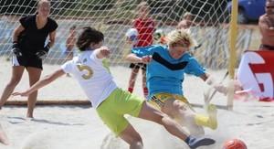 В Одессе проходит Всеукраинский турнир по пляжному футболу среди женских команд (ФОТО)