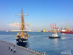 Итальянский военный парусник покинул берега Одессы (ФОТО)