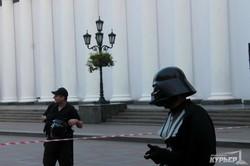 В Одессе к мэрии с посланием пришел Дарт Вейдер