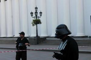 В Одессе к мэрии с посланием пришел Дарт Вейдер (ФОТО)