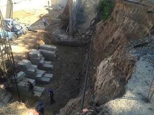 В Аркадии приступили к строительству противооползневой подпорной стены