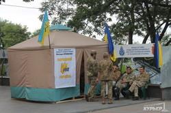 Радикалы угрожали поджечь здание одесского горсовета: чиновники мэрии эвакуированы (ФОТО)