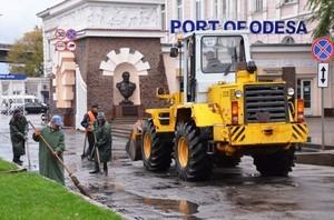 В Одессе чистят ливневки